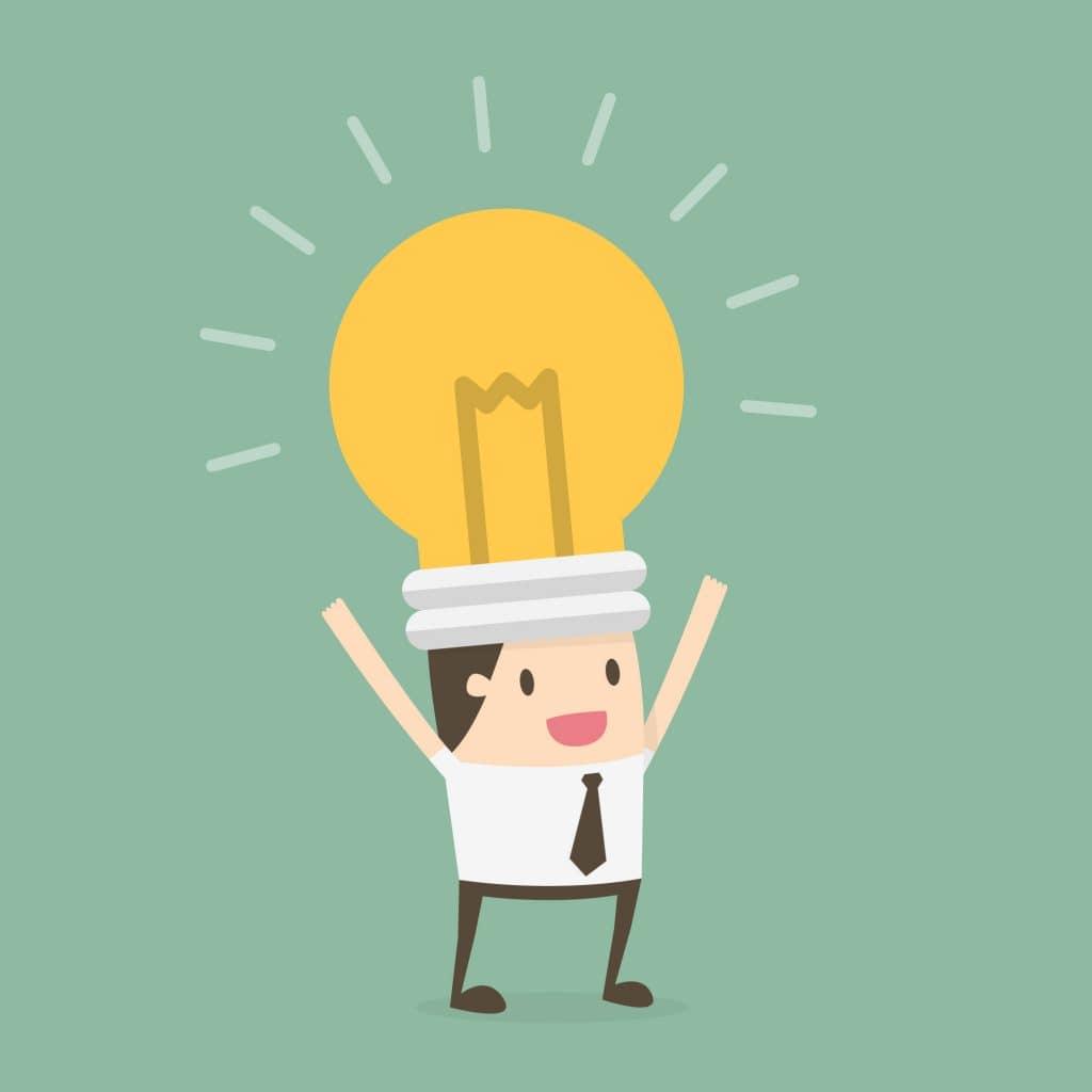 Garoto com uma lâmpada gigante na cabeça como se fosse um chapéu