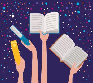Mão segurando livros ao alto.